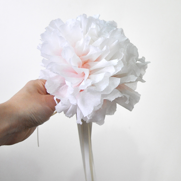 dyeing paper flowers with a dropper | micheleng.com