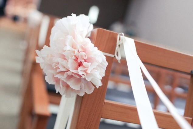 DIY handmade paper pew flowers | micheleng.com