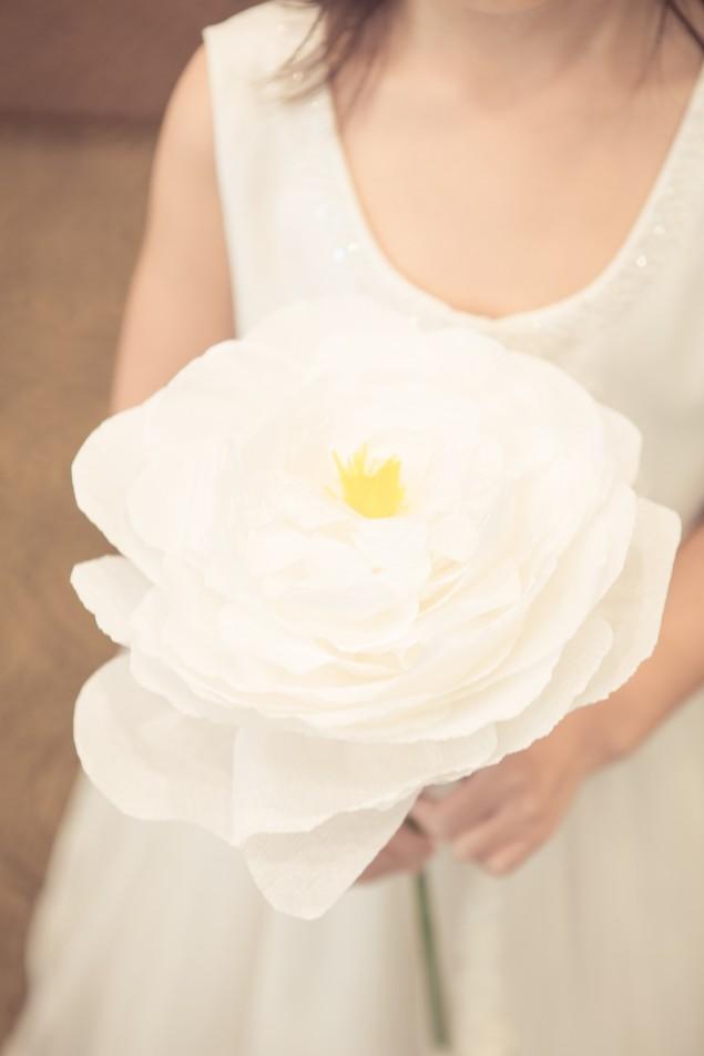 Large DIY handmade paper crepe flower | micheleng.com