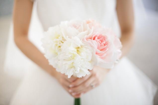 paper flower handmade DIY wedding bouquet | micheleng.com